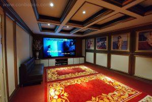 Phòng chiếu phim kết hợp karaoke, thiết kế giấu loa gọn gàng